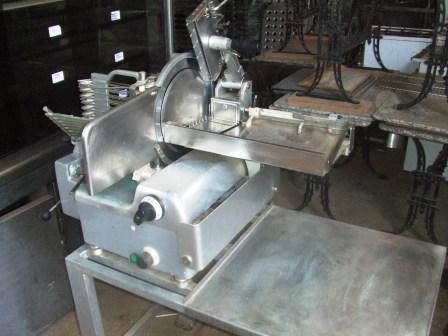 BERKEL Heavy Duty 12″ Gravity Feed Meat Slicer with Auto Take Off 1
