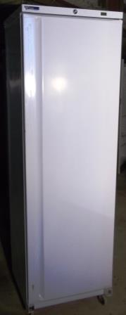 Caravell Commercial single door fridge 1