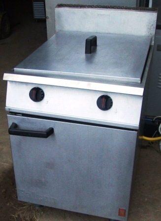 FALCON Dominator Twin Well Gas Fryer 1