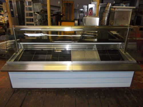 Chilled curved-glass deli display unit