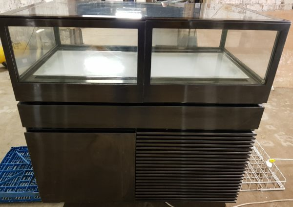 WilliamsJewellryChocolateDisplayCase1