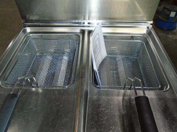HOBART Domina Gas Twin Well Fryer – B Grade ex demo