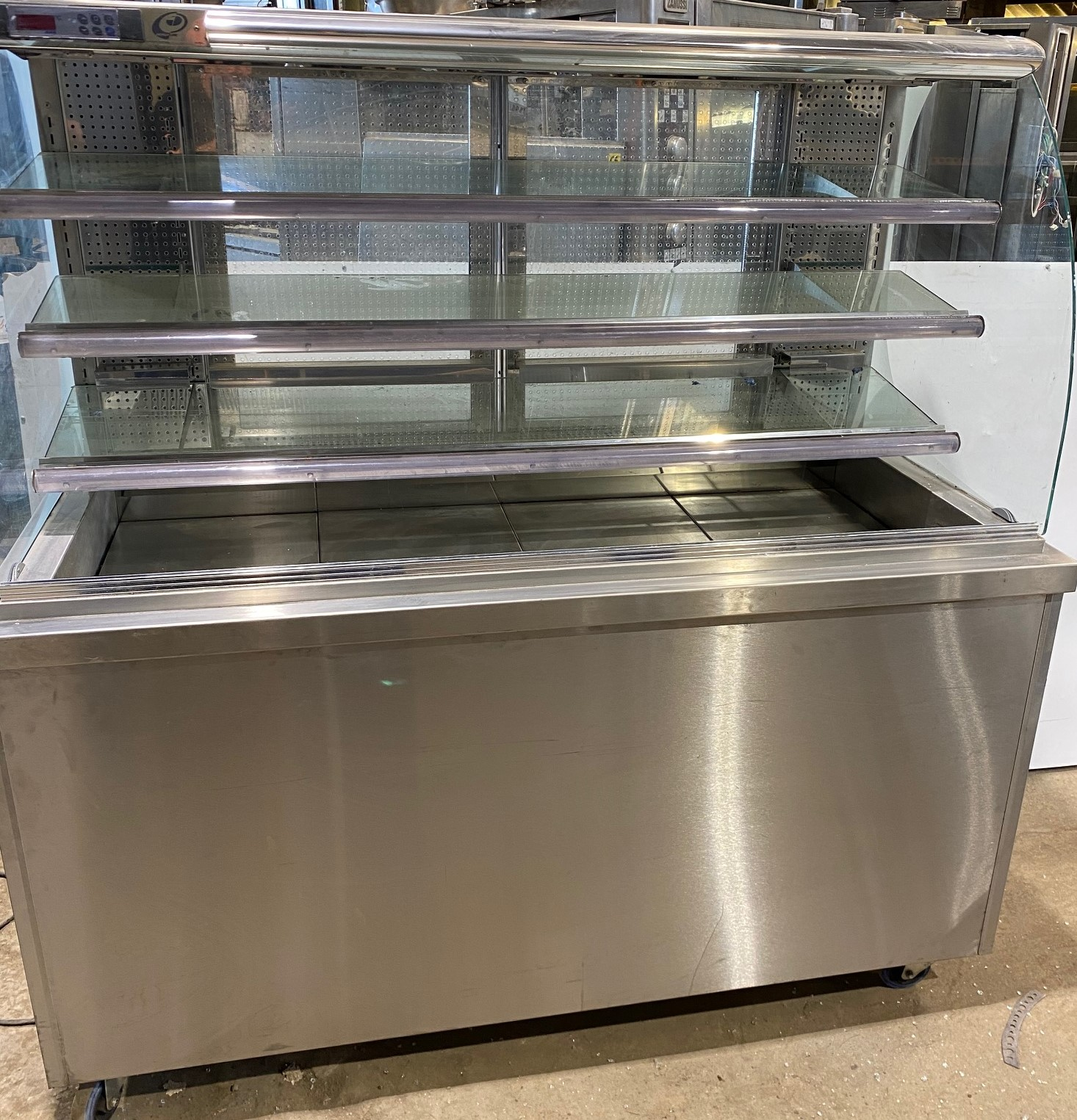 VICTOR Open Front Cold Food Servery