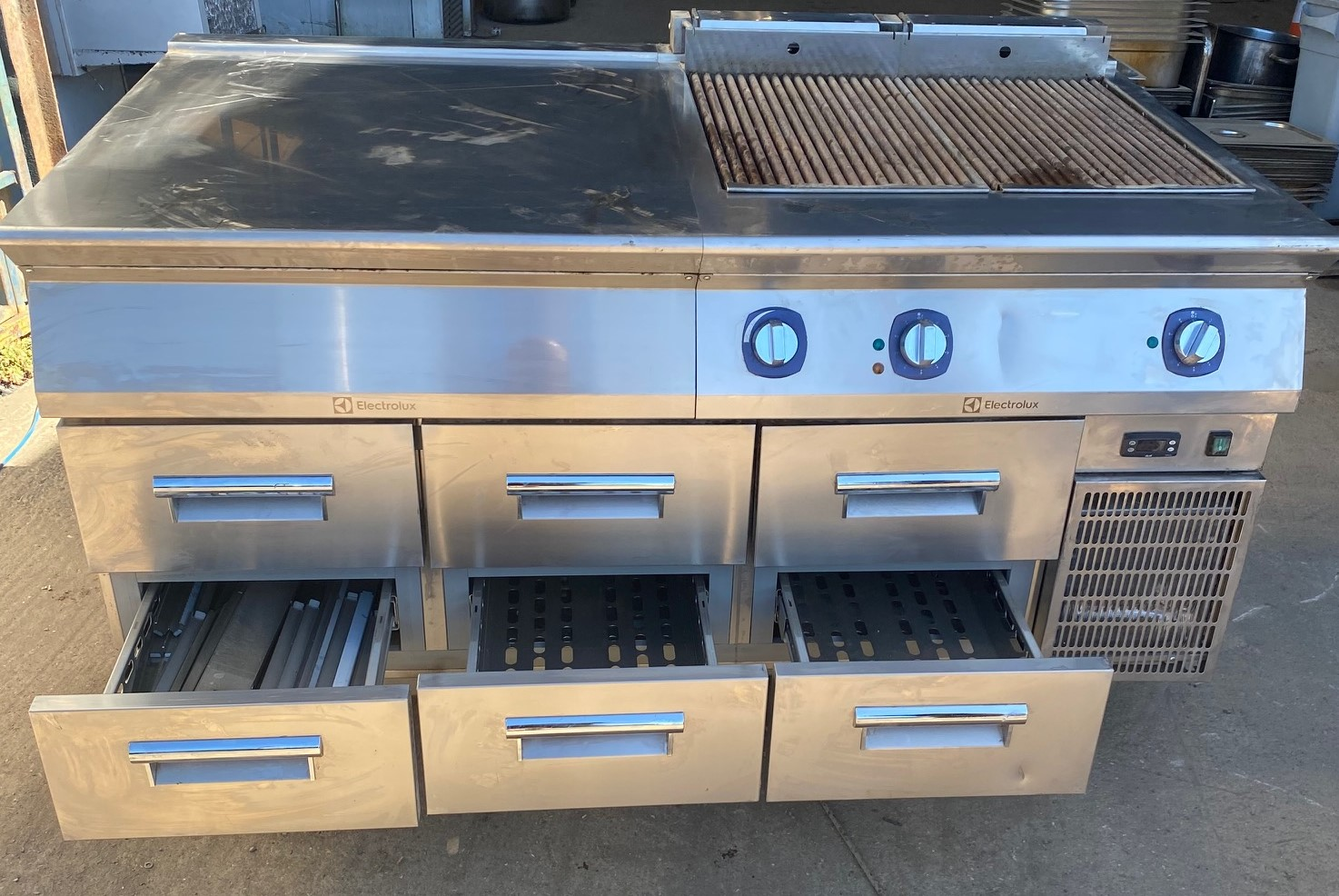ELECTROLUX Powergrill Electric Char Grill & 6 Drawer Bench Fridge
