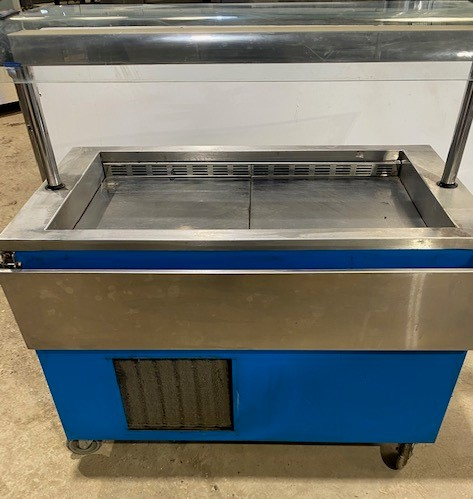 VICTOR Chilled Well Servery with Tray Slide