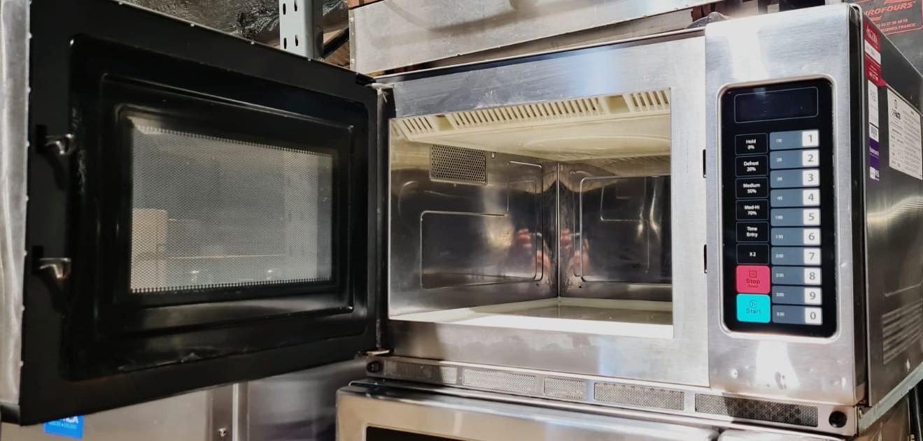 MENUMASTER 1100 Watt Commercial Microwave