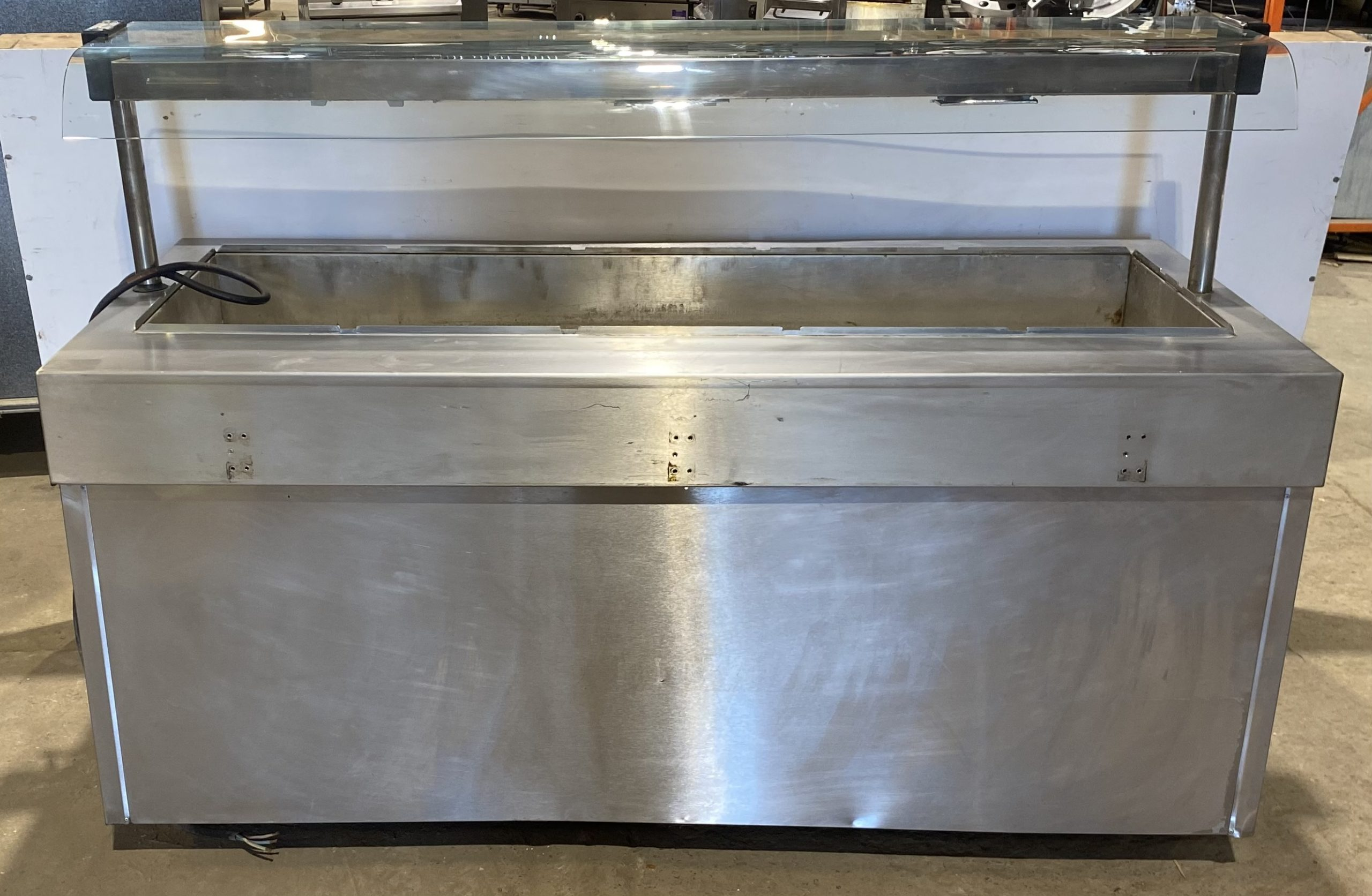 Wet Well 5 Compartment Heated Servery with Gantry