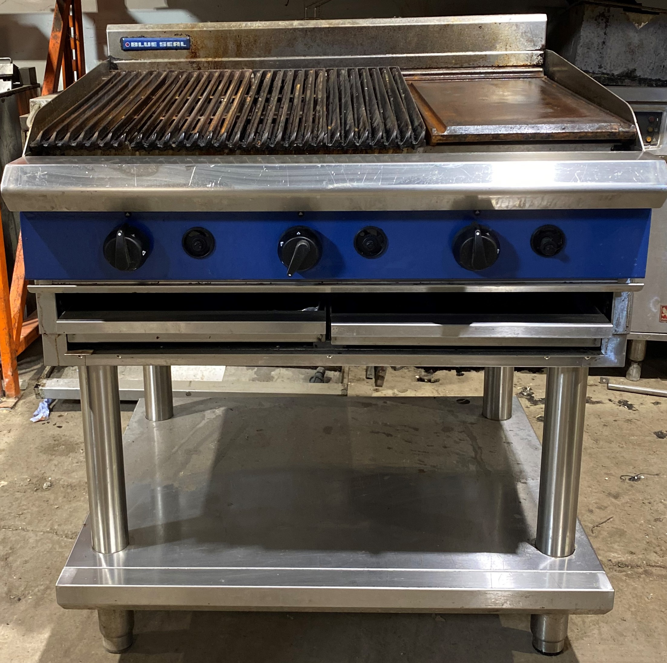 BLUE SEAL 90cm Gas Char Grill & Griddle with Stand