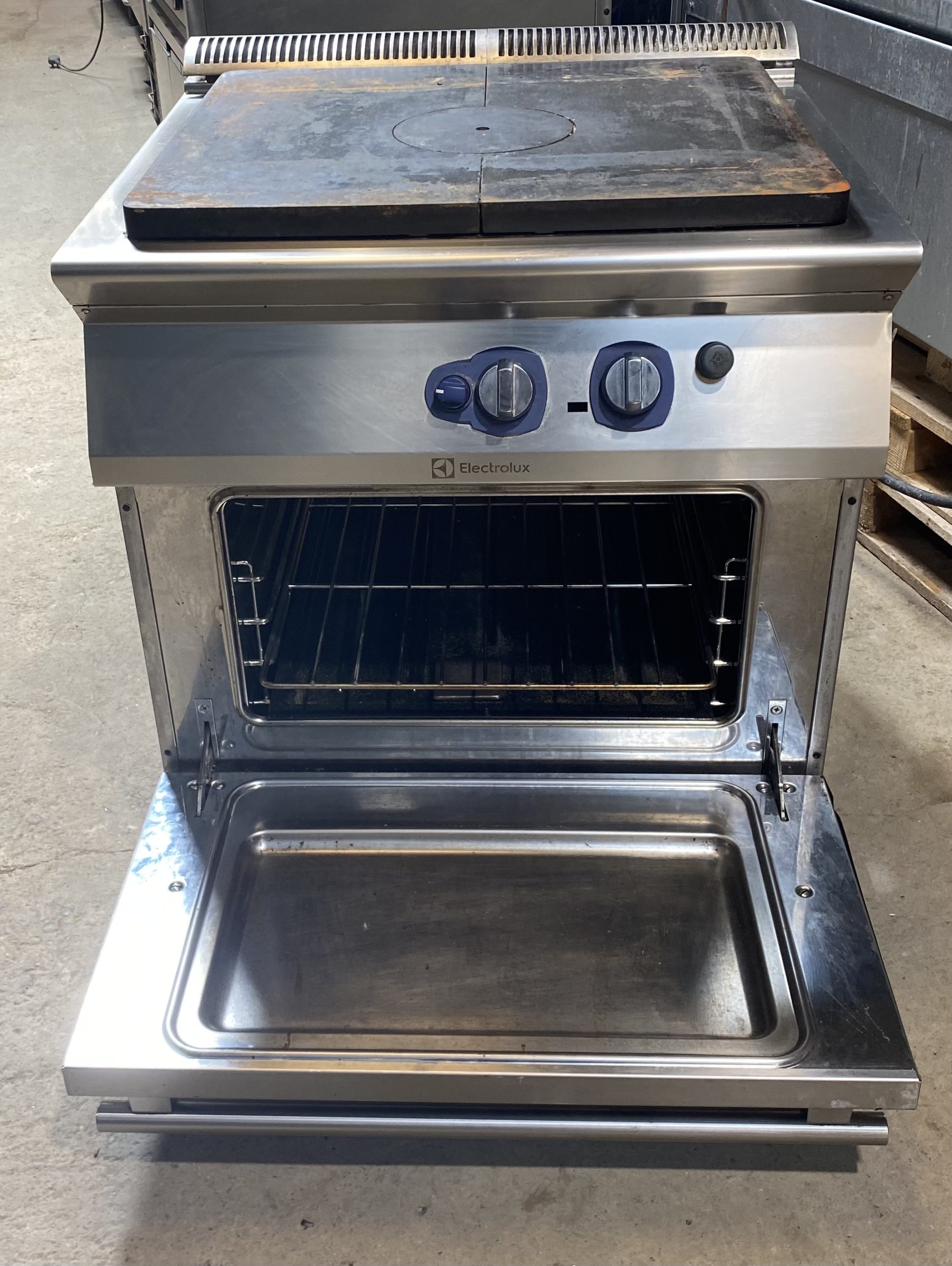 ELECTROLUX Gas Solid Top Range with Oven
