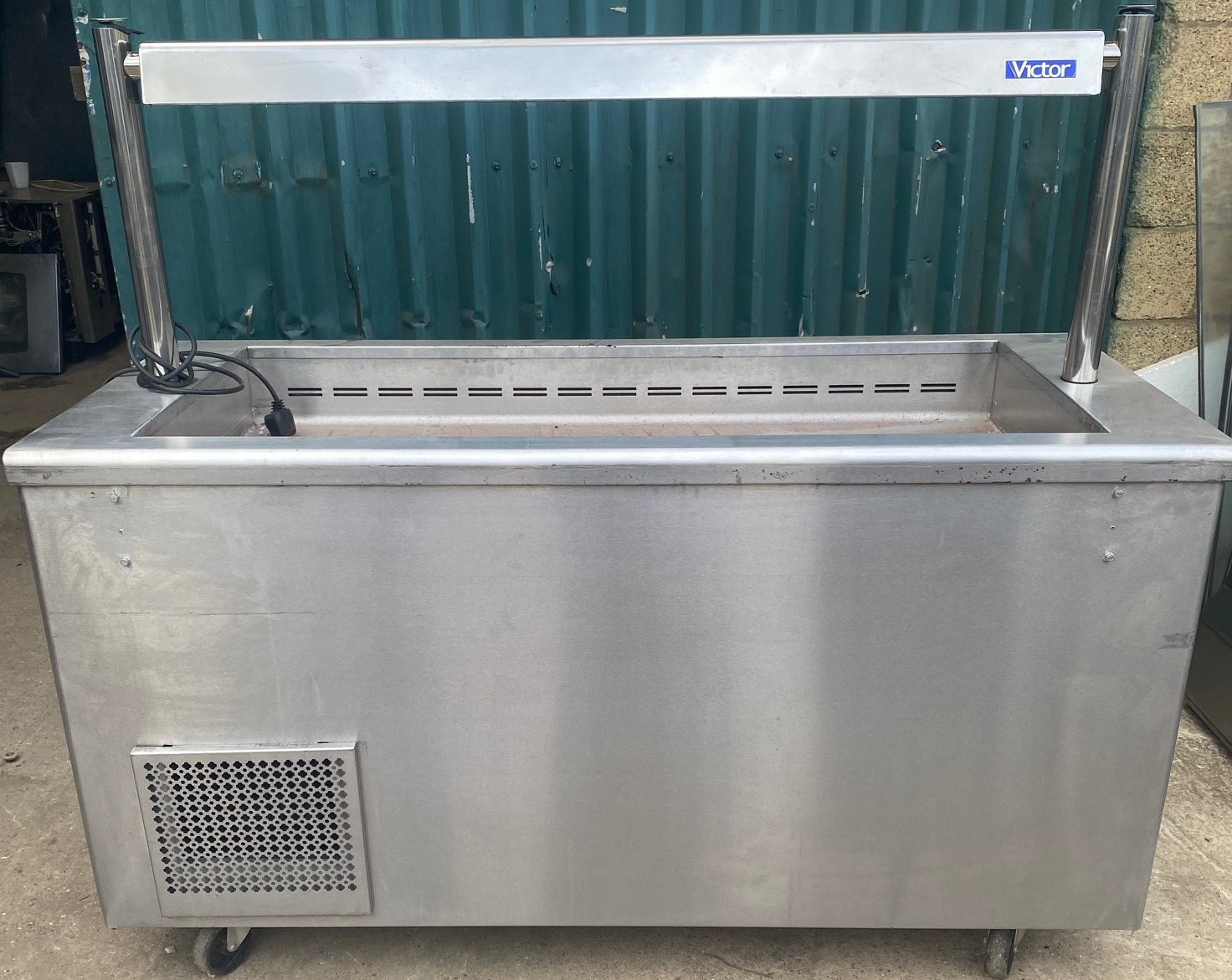 VICTOR Chilled Well Servery